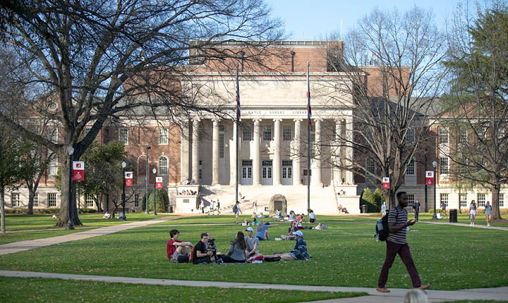 Students on the Quad in front of Gorgas